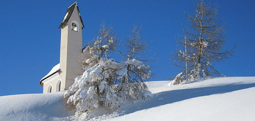 italy_dolomites_val-di-fassa_chapel.jpg